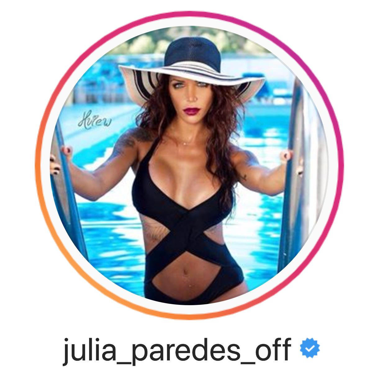 Julia Parades approuve l'aspirateur à enlever les points noirs, l'acné, les comédons et la peau grasse HAPPILYSKIN